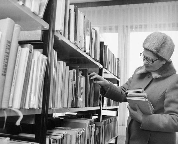 Choosing「Prague Library」:写真・画像(2)[壁紙.com]