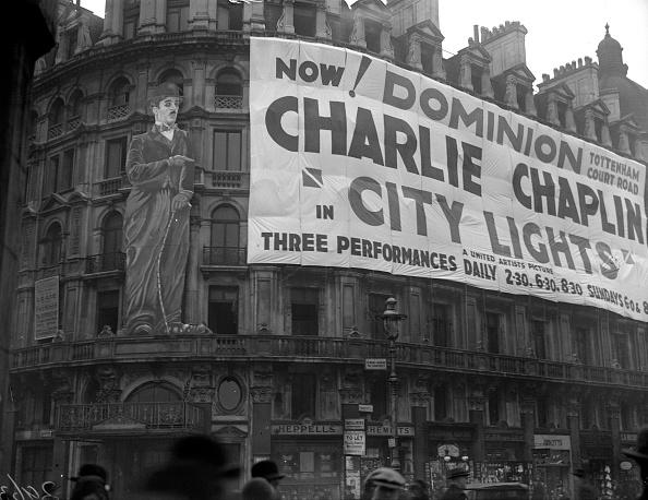 Illuminated「Chaplin Film」:写真・画像(12)[壁紙.com]