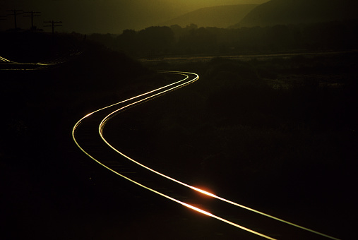 Opportunity「Train tracks at dawn」:スマホ壁紙(2)