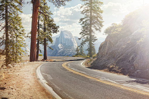 Natural Parkland「winding road with half dome in yosemite」:スマホ壁紙(15)