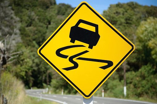 Hairpin Curve「Winding Road Sign」:スマホ壁紙(19)