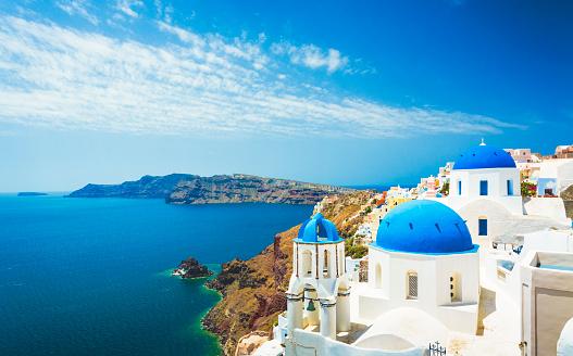 Volcanic Rock「White church in Oia town on Santorini island in Greece」:スマホ壁紙(7)
