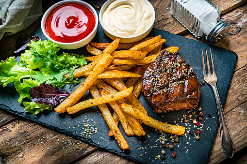 Beef「Grilled tenderloin with French fries and salad」:スマホ壁紙(3)