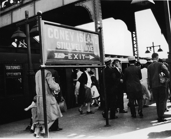 Subway Train「Coney Island Subway Crowd」:写真・画像(6)[壁紙.com]