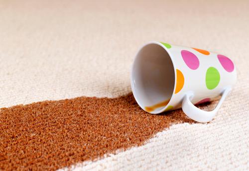 Spilling「Coffee accident spill on carpet」:スマホ壁紙(9)