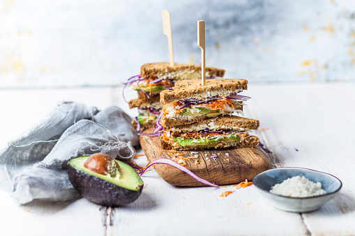 Avocado「Veggie Sandwich, whole meal toast bread with grated carrot, red cabbage, white cabbage, avocado and cheese」:スマホ壁紙(8)