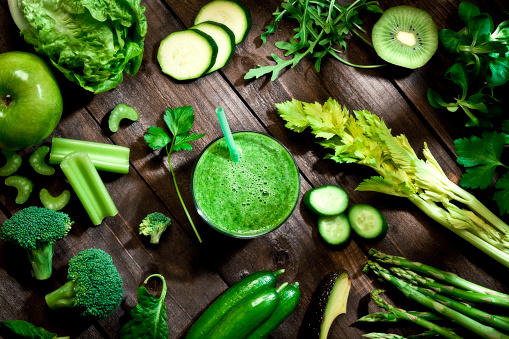 Smoothie「Detox diet concept: green vegetables on wooden table」:スマホ壁紙(19)