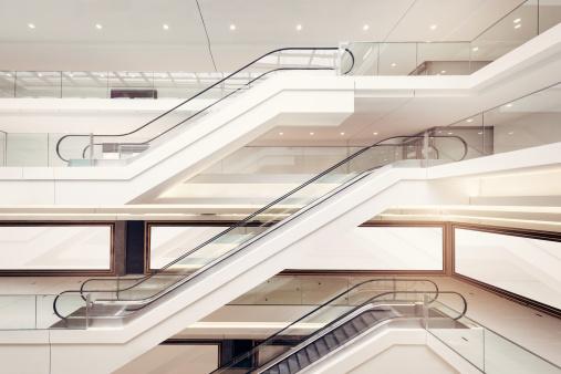 Retail「Modern shopping mall escalators」:スマホ壁紙(7)