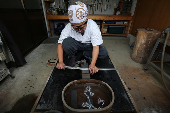 Sword「Swordsmith Produce Traditional Japanese 'Katana'」:写真・画像(17)[壁紙.com]