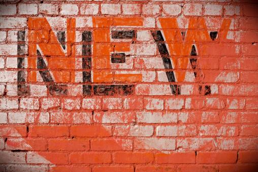 Single Word「sign on brick wall - new」:スマホ壁紙(13)