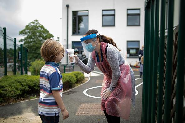Child「UK Primary Schools Welcome Back Some Pupils As Lockdown Eases」:写真・画像(14)[壁紙.com]