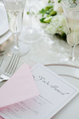 Wedding Invitation「Wedding invitation on table setting, studio shot」:スマホ壁紙(5)