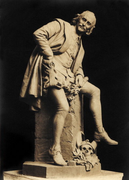 William Shakespeare「William Shakespeare, statue, Weimar. By professor Otto Lessing. English playwright,」:写真・画像(16)[壁紙.com]