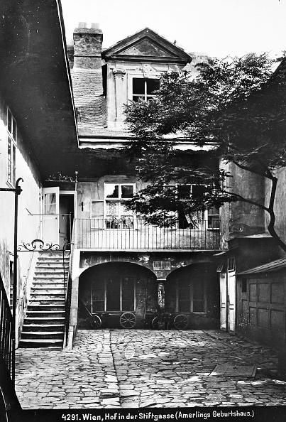 Courtyard「Vienna 7: Courtyard In Amerling Birthplace In Vienna 7 / Stiftgasse. About 1910. Photograph By Bruno Reiffenstein (No. 4291).」:写真・画像(1)[壁紙.com]