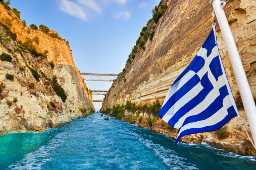Rock Face「Corinth channel in Greece and greek flag on ship」:スマホ壁紙(16)