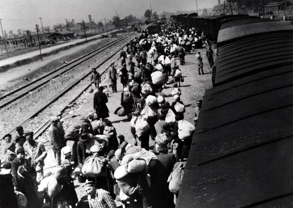 Railroad Station「Hungarian Jews」:写真・画像(14)[壁紙.com]