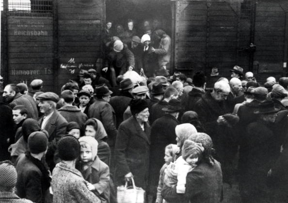 Railroad Station「Hungarian Jews」:写真・画像(15)[壁紙.com]