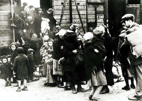 Railroad Station「Hungarian Jews」:写真・画像(16)[壁紙.com]
