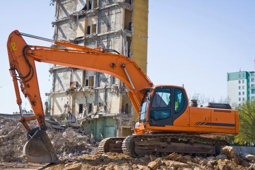 Construction Vehicle「Red Excavator at work」:スマホ壁紙(15)