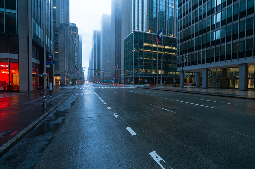 Mid-Atlantic - USA「COVID-19 Effect to New York City. People and traffic disappeared from Midtown Manhattan 6th Avenue for impact of COVID-19 in the rainy morning New York City NY USA on Mar. 29 2020.」:スマホ壁紙(6)