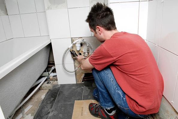 Squatting Position「Householder making improvements Tiling a bathroom」:写真・画像(8)[壁紙.com]