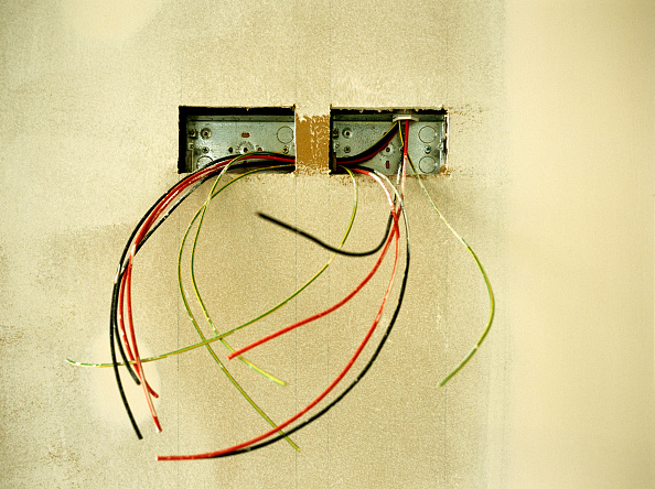 Cable「Electrical wires hanging out on a wall」:写真・画像(12)[壁紙.com]