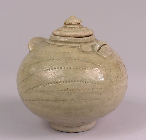 Glazed Food「Kulen ware covered pot in the shape of an owl with a circular form」:写真・画像(17)[壁紙.com]