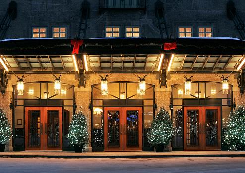 Luxury Hotel「Three red door entrances to the same building」:スマホ壁紙(17)