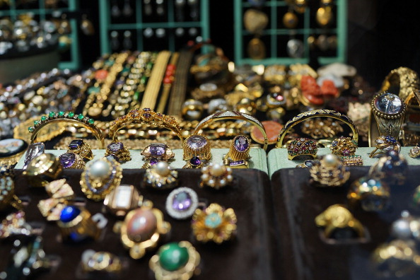 Jewelry「Gold Prices Plunge To Two-Year Low」:写真・画像(6)[壁紙.com]