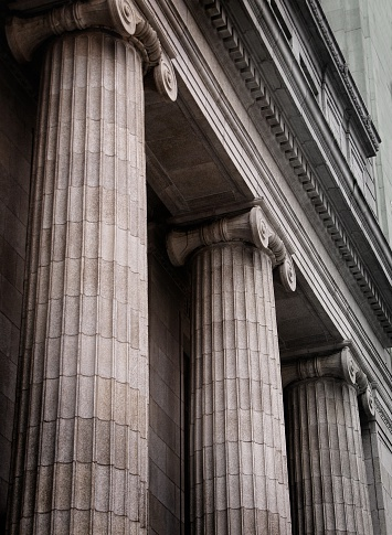 Politics「Gray ionic columns at the front of a traditional building」:スマホ壁紙(0)