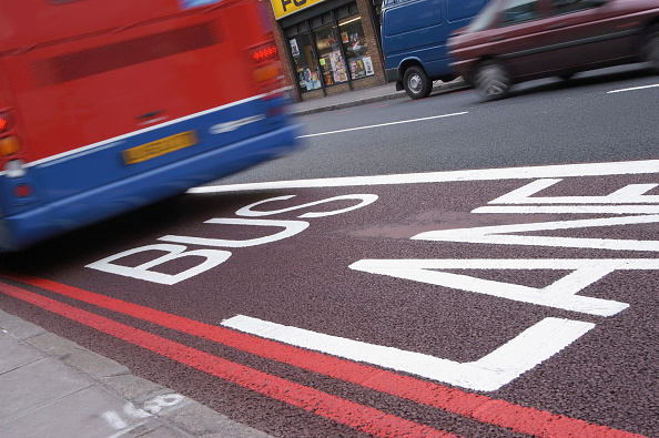 Road「Red Bus passing down a bus lane in Central London」:写真・画像(8)[壁紙.com]