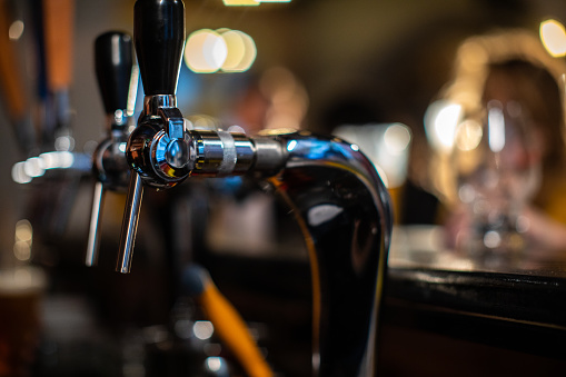 Serving Food and Drinks「Beer tap in the pub」:スマホ壁紙(8)