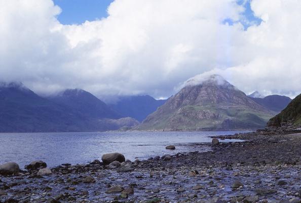 Superb view「The Black Cuillins Across Loch Scavaig」:写真・画像(1)[壁紙.com]