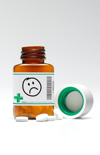 Pill Bottle「Sad/unhappy face pill bottle and pills」:スマホ壁紙(14)