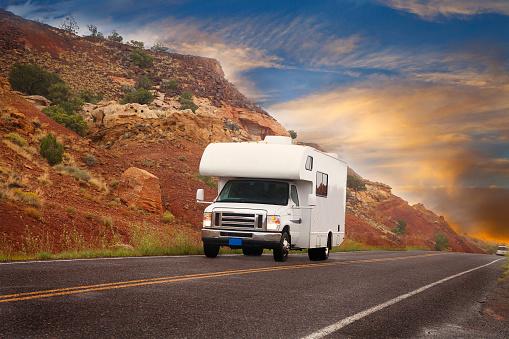 Utah「Road trip - mobile home on the highway at sunset」:スマホ壁紙(18)