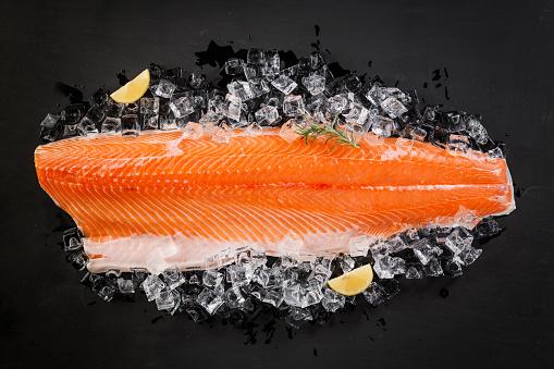 Cutting「Raw salmon steak」:スマホ壁紙(14)