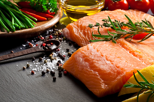 Preparing Food「Raw salmon steak」:スマホ壁紙(5)