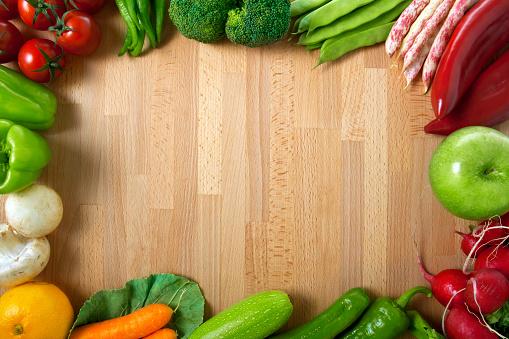 Broccoli「Healthy Organic Vegetables on a Wooden Background」:スマホ壁紙(2)