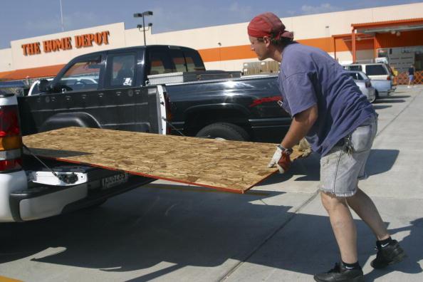 Parking Lot「Gulf Coast Residents Brace For Hurricane Ivan」:写真・画像(12)[壁紙.com]