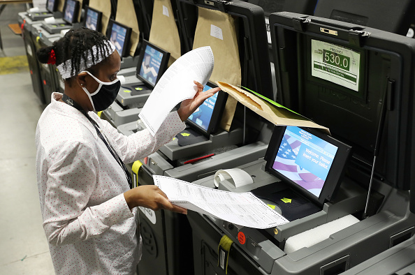 Machinery「Miami-Dade County Tests Voting Machines」:写真・画像(3)[壁紙.com]