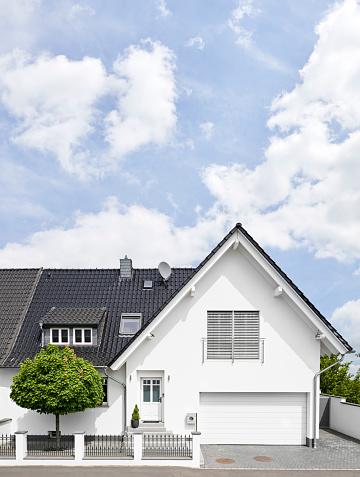 Garage「Germany, Cologne, white new built one-family house」:スマホ壁紙(4)