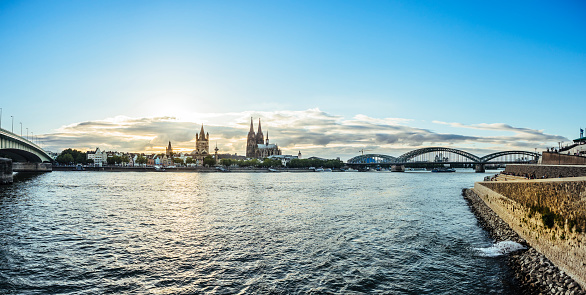 Cathedral「Germany, Cologne, view to the city with Rhine River in the foreground」:スマホ壁紙(2)