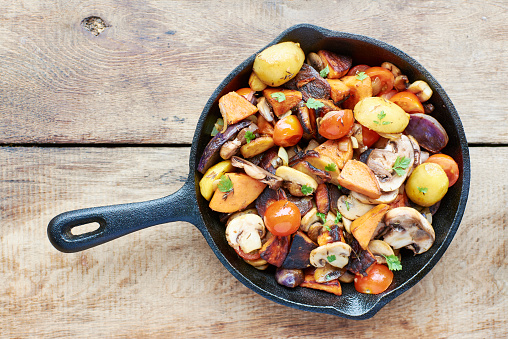 Cast Iron「Stir-fried winter vegetables in a cast iron pan」:スマホ壁紙(8)