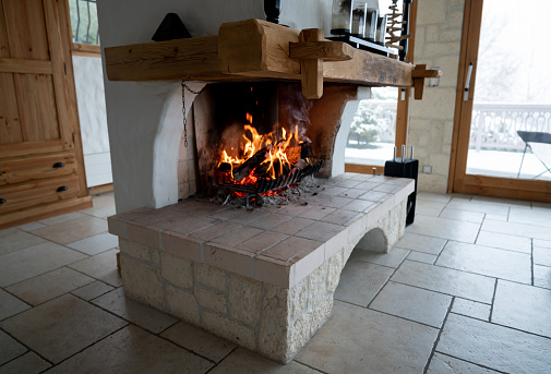 Log Cabin「Fireplace at a windter lodge」:スマホ壁紙(12)