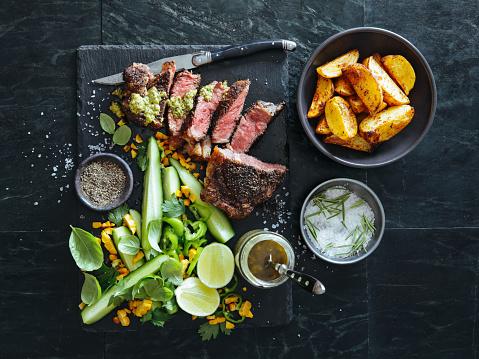 Beef「French pepper steak (Steak au Poivre) with fresh vegetables and herbs」:スマホ壁紙(16)