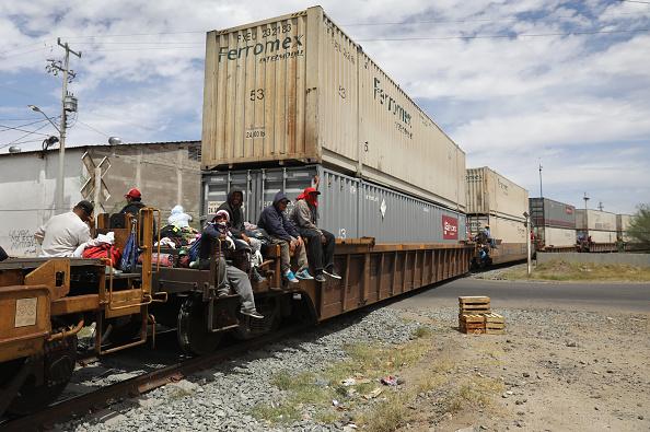 John Moore「Migrant Caravan Traveling Through Mexico Nears U.S.」:写真・画像(0)[壁紙.com]