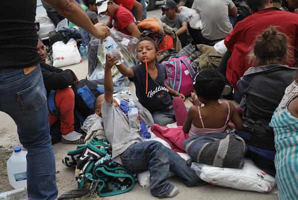John Moore「Migrant Caravan Traveling Through Mexico Nears U.S.」:写真・画像(2)[壁紙.com]