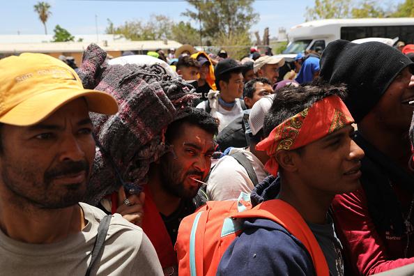 John Moore「Migrant Caravan Traveling Through Mexico Nears U.S.」:写真・画像(1)[壁紙.com]