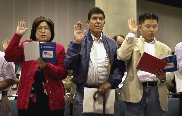 David McNew「Immigrants Are Sworn In As US Citizens」:写真・画像(0)[壁紙.com]