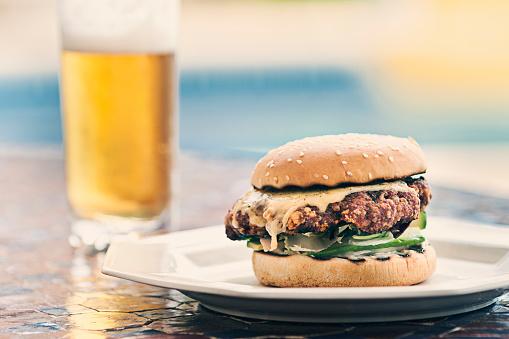Cheeseburger「Burger and beer by poolside」:スマホ壁紙(2)